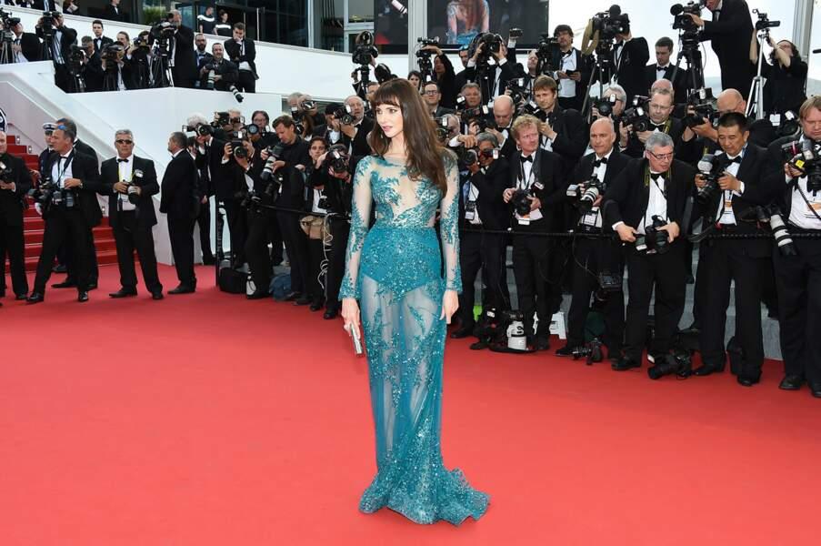 Frédérique Bel, ultra sexy en robe transparente pour la 1ère montée des marches du Festival de Cannes 2015