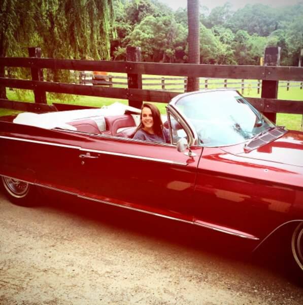 Après Bali, direction l'Australie, toujours dans une jolie voiture. Ca vous rappelle mamie Grace Kelly? Nous aussi