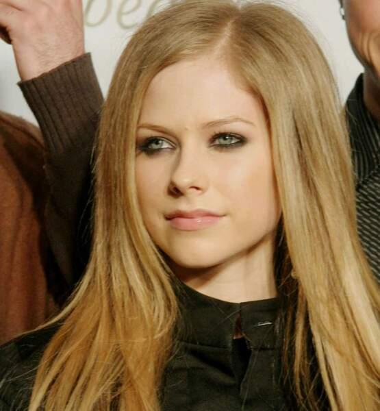 Et du côté d'Avril Lavigne ? La voici ici en 2004 (elle n'avait que 19 ans !)