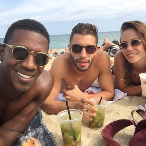Plage de Barcelone pour Dounia Coesens, David Baïot et Marwan Berreni de Plus Belle la Vie.