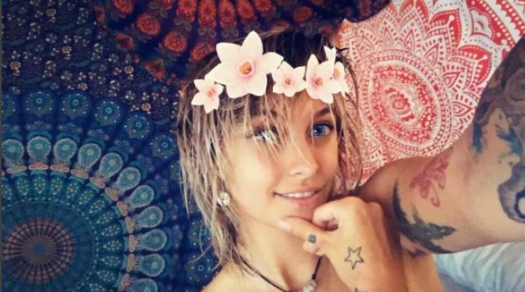 Paris Jackson sort de la douche et en profite pour essayer des filtres Snapchat !