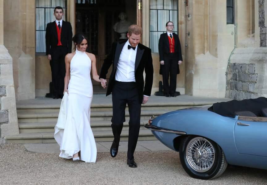 Pour la réception, Meghan Markle arborait une superbe robe blanche, tandis qu'Harry avait opté pour un smoking