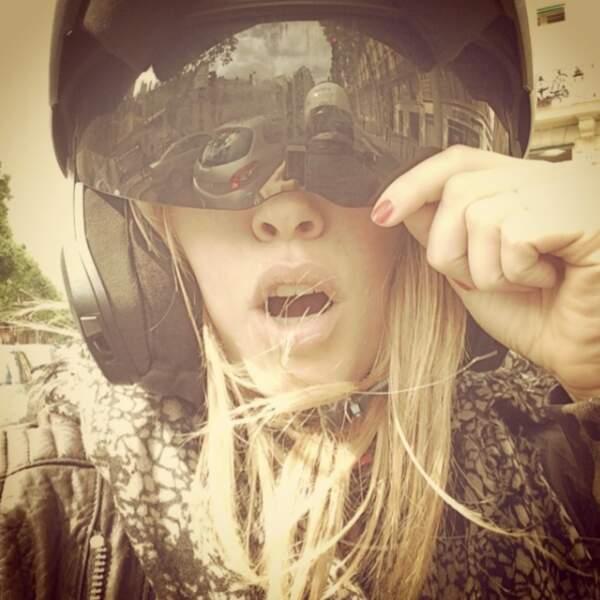 Un petit tour en moto avec Laura, ça vous tente ?