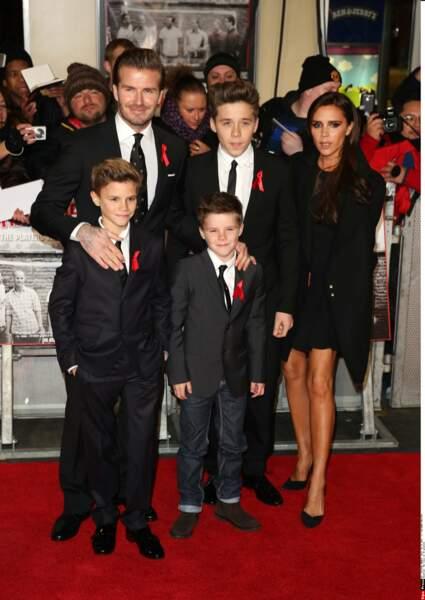 Brooklyn, Cruz, Roméo Beckham et leurs parents en 2013 à Londres