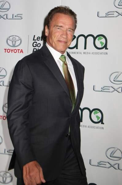 Qui pour se glisser derrière les lunettes noires de Trench Mauser, alias Arnold Schwarzenegger ?