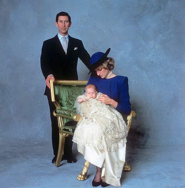 En décembre 1984, Harry, le deuxième fils de Charles et Lady Di est à son tour baptisé