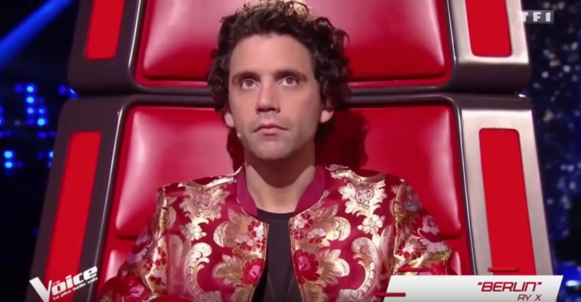 Pour The Voice 2019, Mika s'est laissé pousser les cheveux, lui conférant un look rock