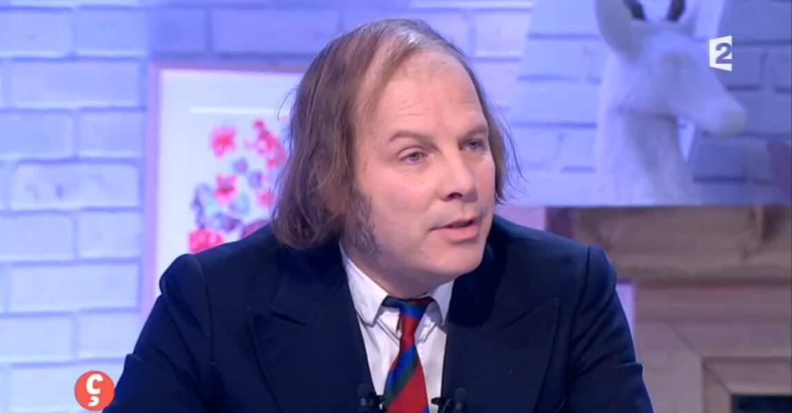 Philippe Katherine a sorti la cravate pour son passage sur France 2