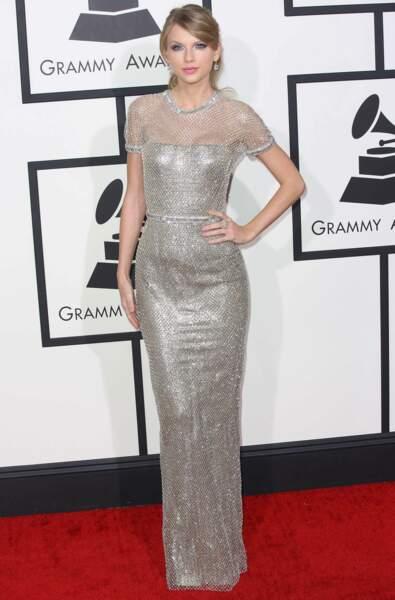 Taylor Swift dans une splendide robe argentée