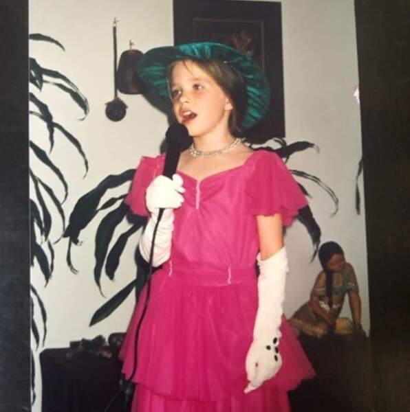 Vous la reconnaissez ? C'est la chanteuse Carly Rae Jepsen.