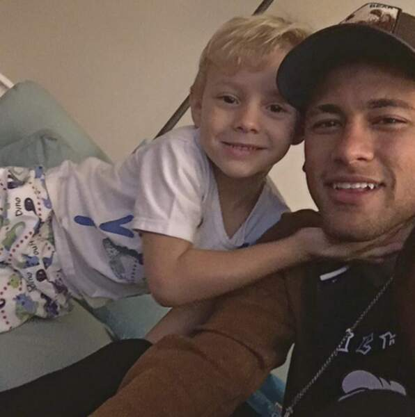 Neymar Jr et le petit David Lucca.
