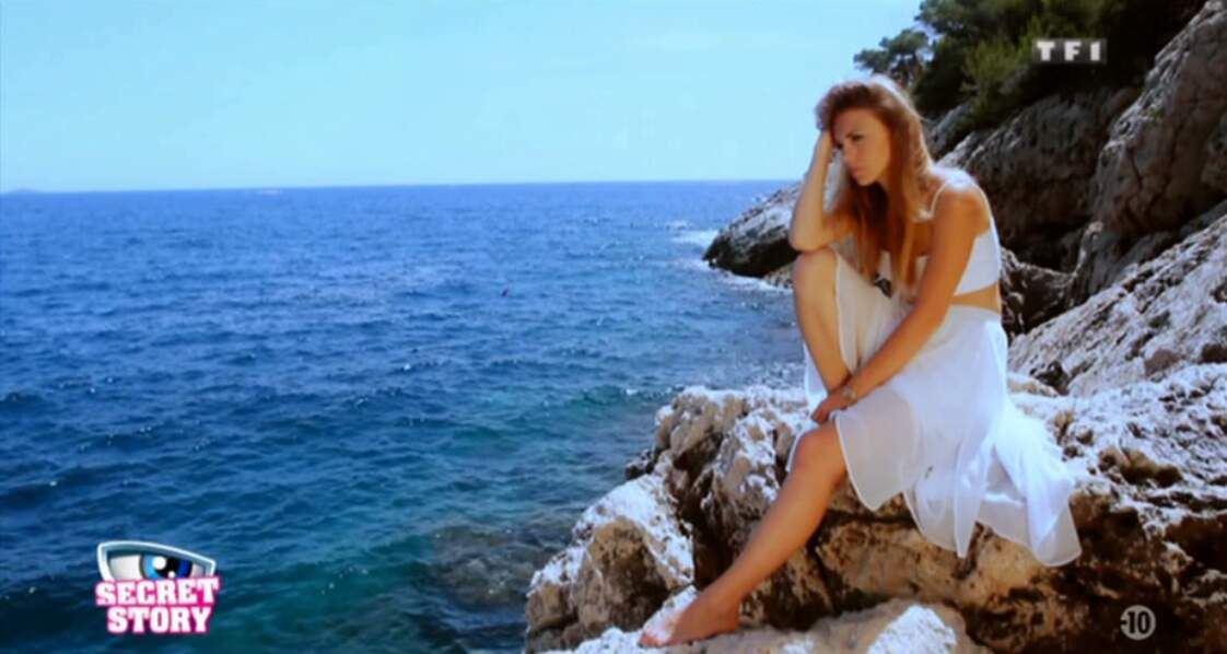 Sara, pensive sur un rocher...
