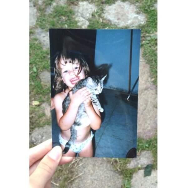 Elle aussi gaga des chats depuis le plus jeune âge : EnjoyPhoenix.