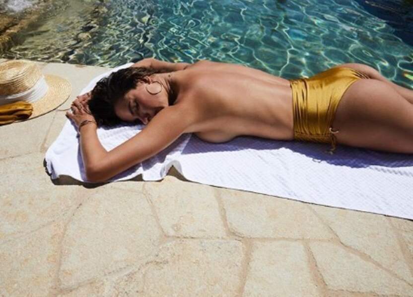 Bronzage topless pour Alessandra Ambrosio.