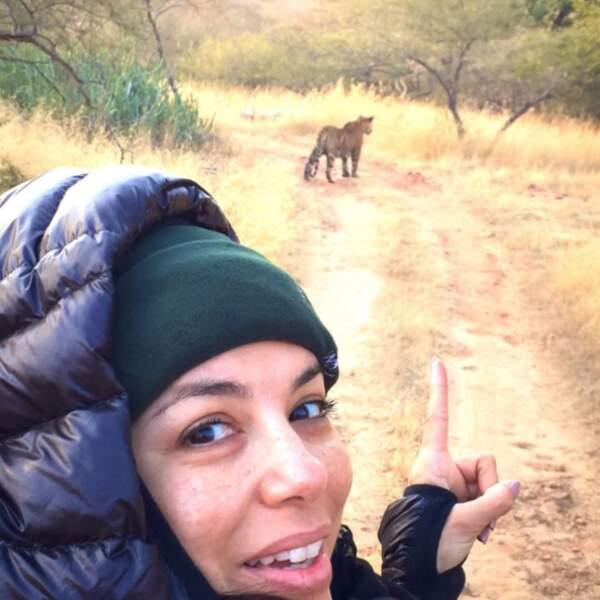 Un selfie sans maquillage devant un tigre : osé !