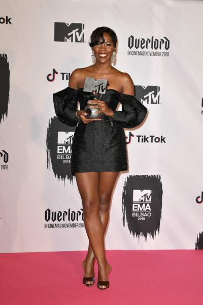 Tiwa Savage assume les manches ballon