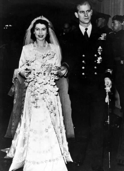 Le couple s'unit à l'abbaye de Westminster le 20 novembre 1947. Philippe devient Philip, duc d'Edimbourg