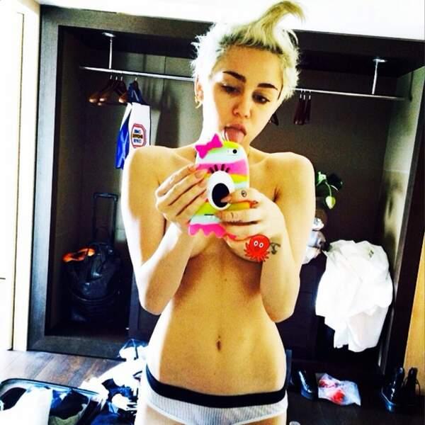 ALERTE : on a officiellement perdu Miley Cyrus, encore une fois topless !