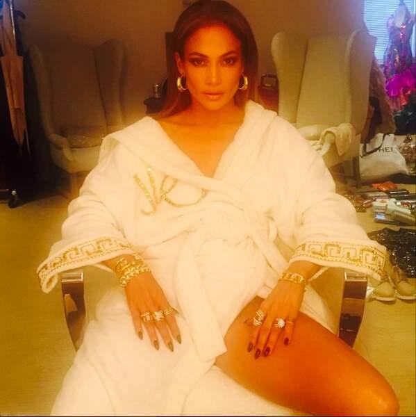 On aime aussi beaucoup Jennifer Lopez, toujours aussi glamour
