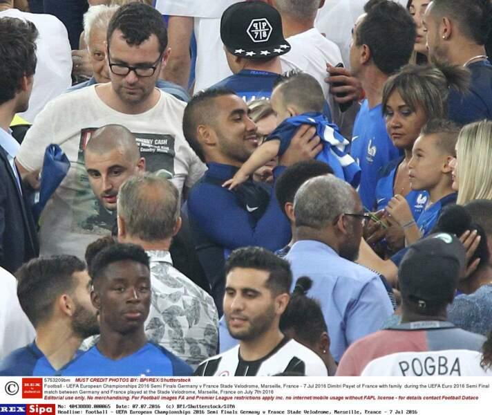 Dimitri Payet a rejoint ses enfants dans les tribunes pour fêter la victoire