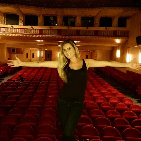 Et en ce moment, elle cartonne au théâtre !!!