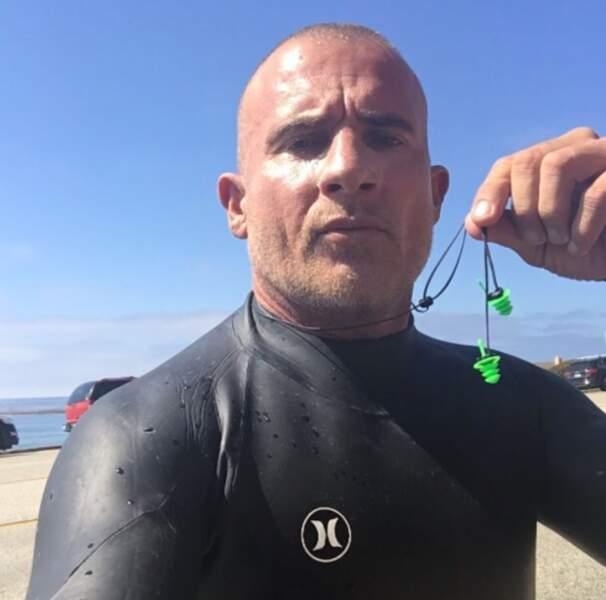 Après la saison 5 de Prison Break, Dominic Purcell se détend en faisant du surf