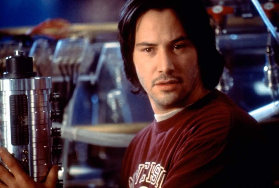 Avec ses cheveux longs, Keanu Reeves garde son éternel visage d'adolescent