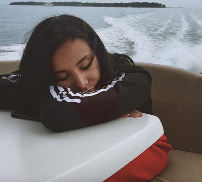 Shy'm a elle aussi fait un petit somme sur un bateau !