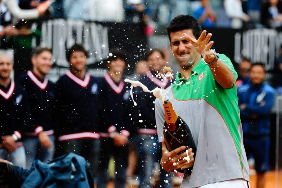 Ouvrir une bouteille de champagne : plus compliqué que gagner un tournoi, pour Novak Djokovic !