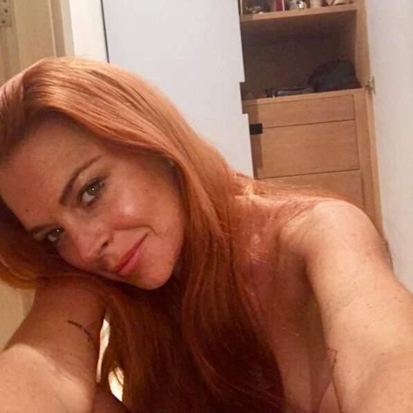 Lindsay Lohan a carrément posé en tenue d'Eve le temps d'un selfie.