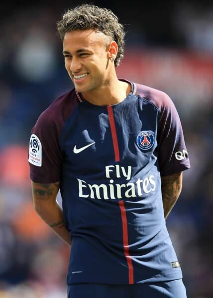 Neymar et ses premiers pas capillaires lors de son transfert au PSG