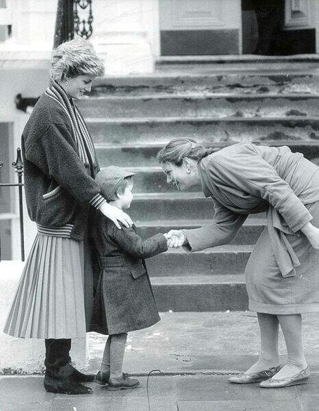 En 1987, le prince William, 5 ans, effectue sa première rentrée scolaire à l'école Wetherby de Londres