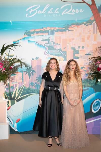 … Sa mère, Carole Bouquet, et sa future belle-sœur par alliance Charlotte Tarbouriech étaient là aussi