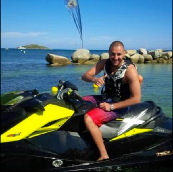 Karim Benzema s'éclate sur son scooter des mers...