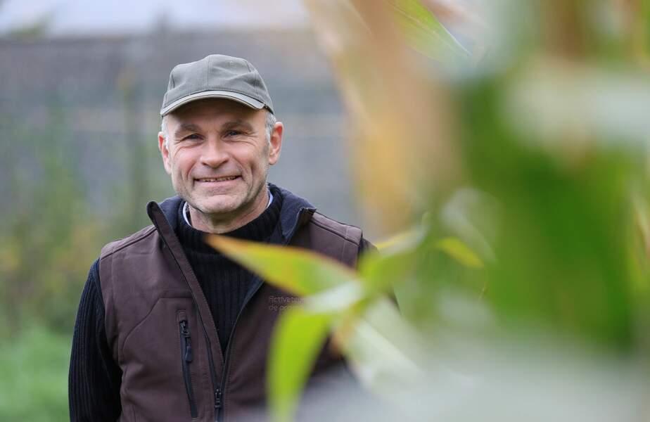 Voici Didier, 52 ans. Il travaille en Nord-Pas-de-Calais-Picardie
