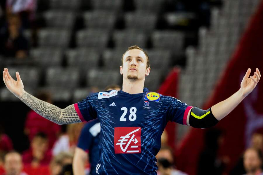 Le handballeur Valentin Porte a lui privilégié son bras droit
