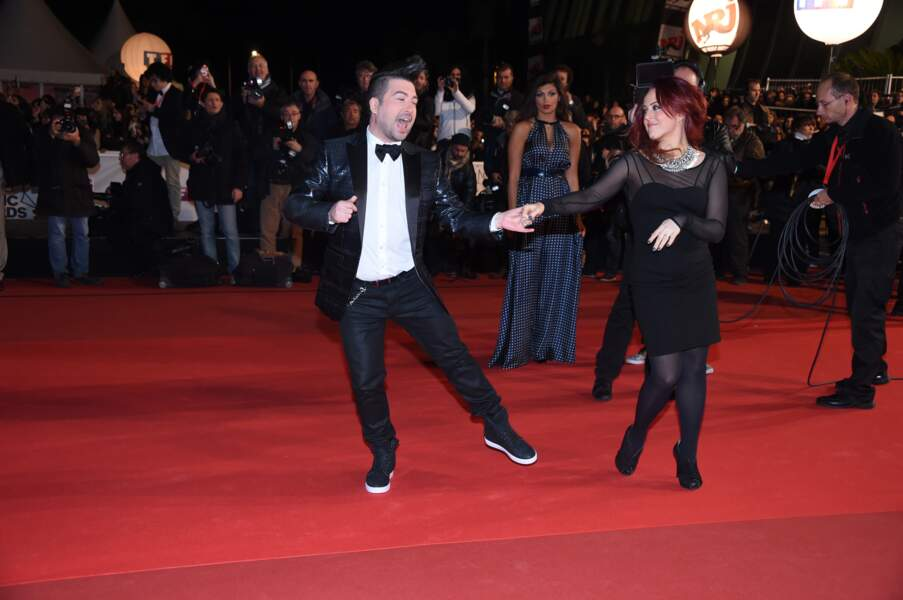 Un pas de danse pour Chris Marques sur le tapis rouge des NRJ Music Awards