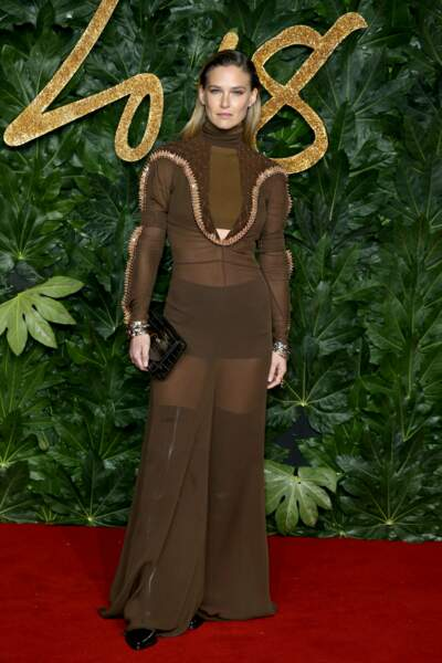 Bar Refaeli avait choisi une robe beaucoup plus pudique...