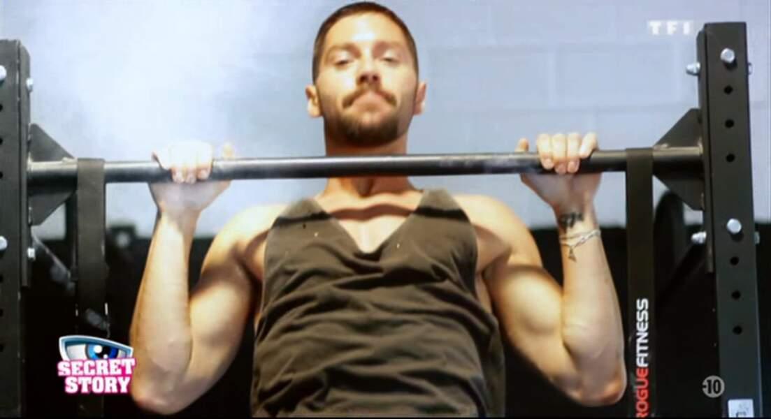 Voici Steph... un garçon qui aime faire de la musculation...