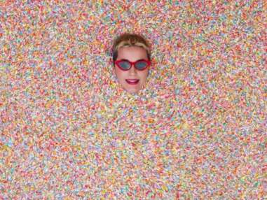 Instagram : Shay Mitchell sexy à la plage, la drôle de tête de Carla Bruni...