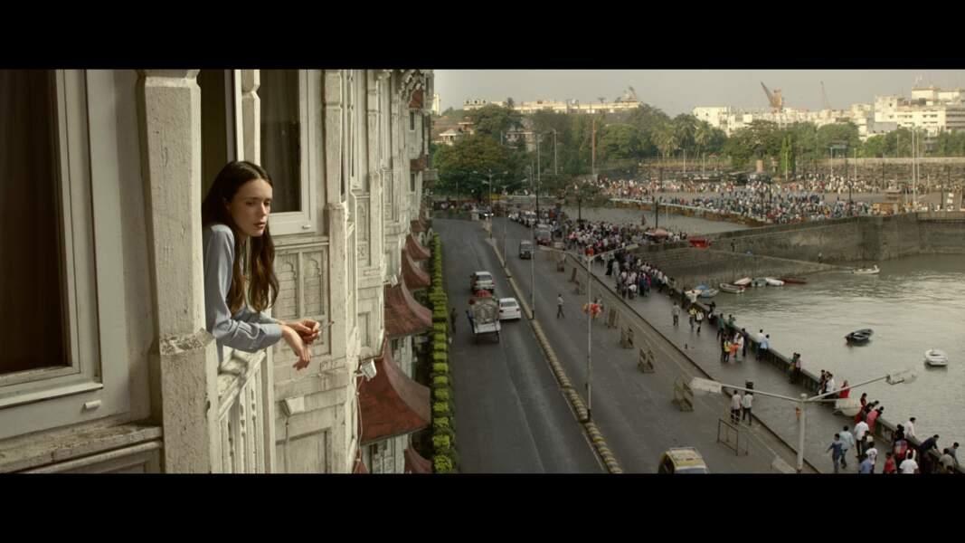 Stacy Martin prend l'air aux fenêtres du Taj Mahal (2015)
