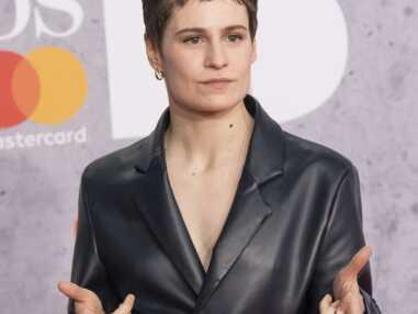Dua Lipa, Jorja Smith, Montana Brown… Le tapis rouge très glamour des Brit Awards