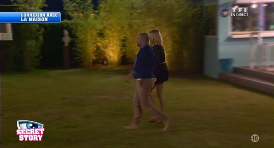 Aïe, les talons de Joanna s'enfoncent dans la pelouse... Courage !