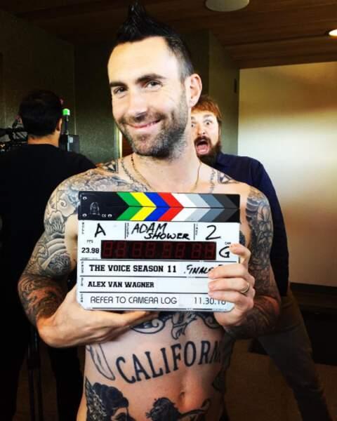 """Petit eye candy avant de nous dire """"adieu"""" : les tatouages d'Adam Levine ! Graou."""