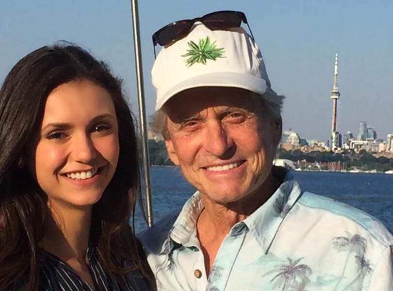 Pendant ce temps-là, Nina Dobrev rencontrait Michael Douglas.