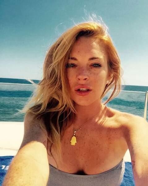 Sous un ciel azur et un soleil de plomb, Lindsay Lohan semble en pleine forme !