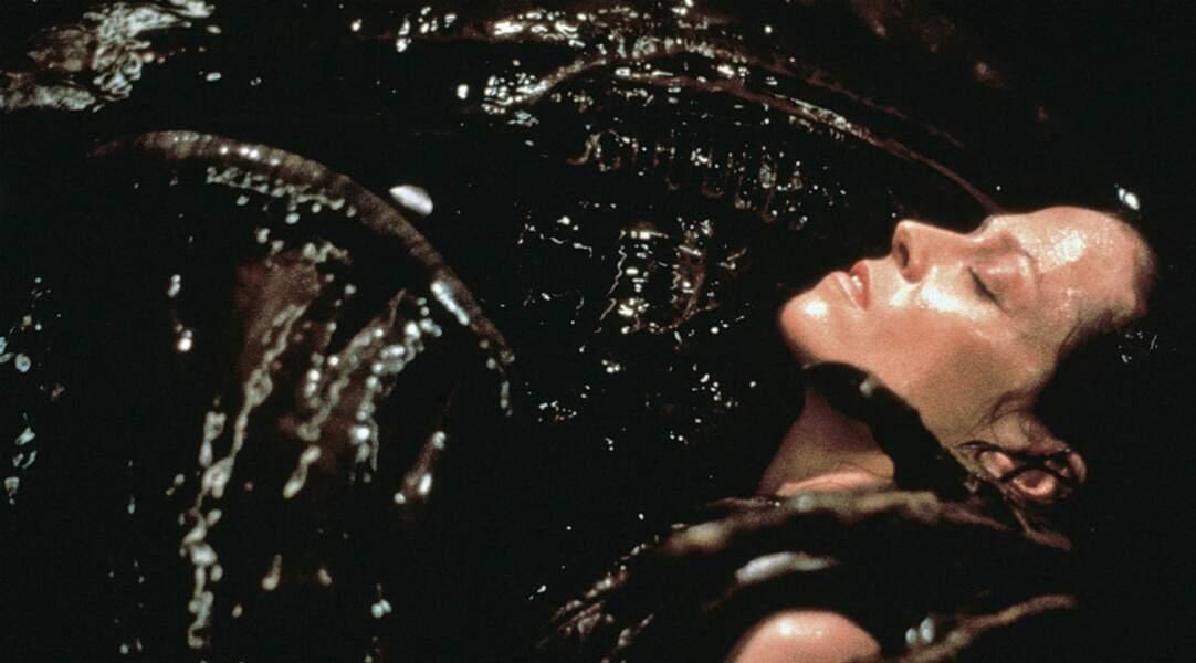 Alien la résurrection : à la fin, Sigourney meurt. Mais renaîtra en 2016, dans un opus 5 ! Forever Weaver !