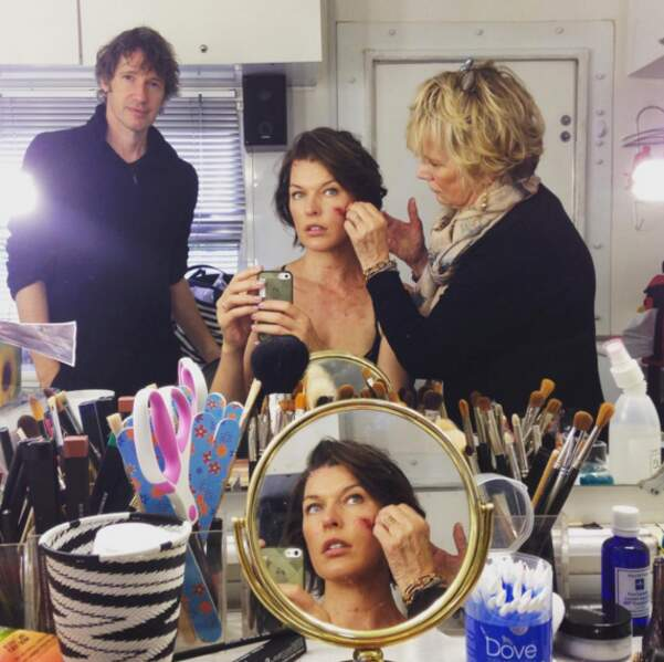 Le mari de l'actrice et réalisateur du film Paul W.S. Anderson vient vérifier l'avancement du maquillage