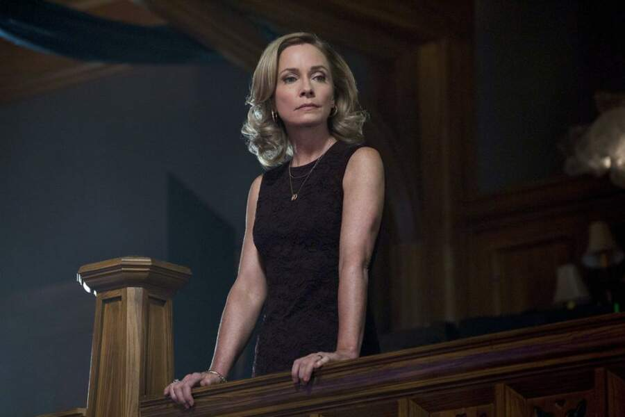 Susanna Thompson alias la mère d'Oliver Queen dans Arrow