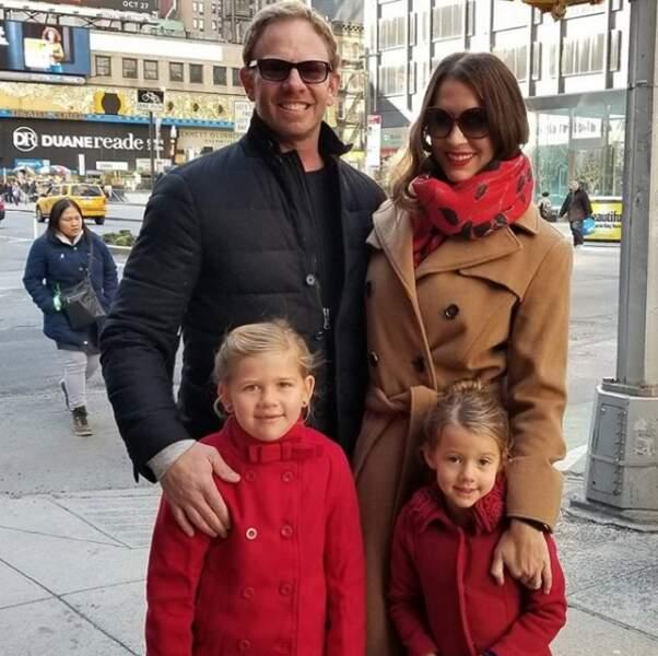 Avec qui il a fondé une belle petite famille. Ensemble, ils ont deux filles.